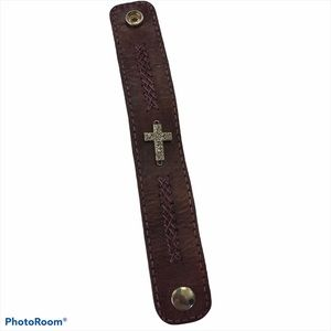 Leather cuff With Cross Vtg Snap braided accent
